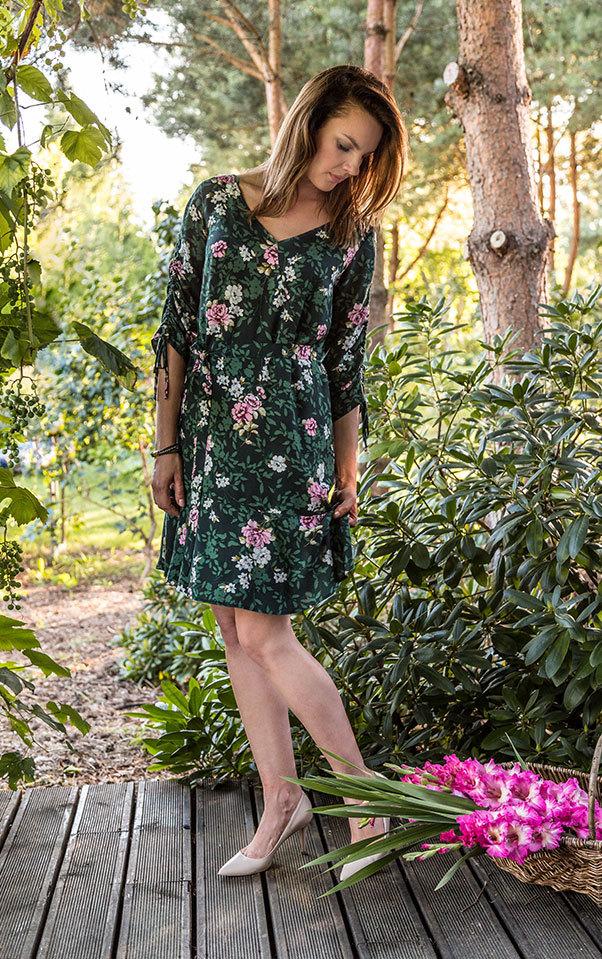 b9d9750634 sukienka Tilde zwiewna w stylu boho do pracy na co dzień w kwiaty  regulowany rękaw